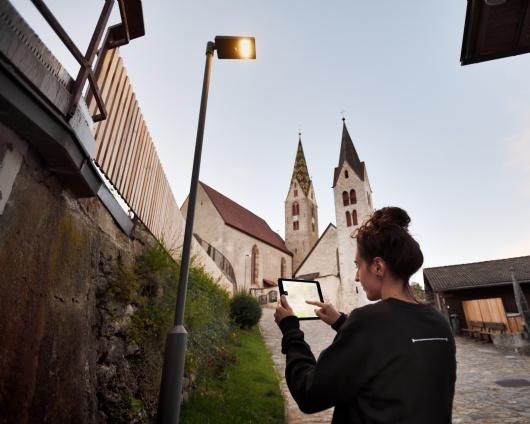 VILLANDRO/VILLANDERS: A TOWN ADORNED WITH SMART LIGHT 7